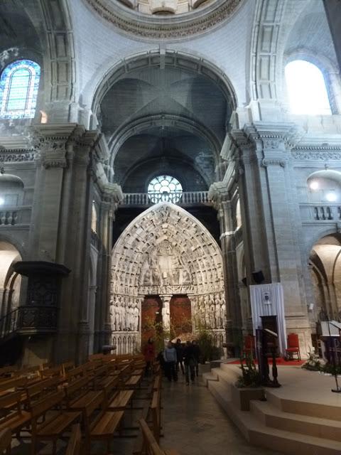 Le portail se trouve dans le transept nord de la cathédrale.