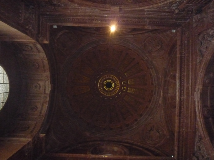 La coupole, de style néo-renaissance, a été reconstruite au XIXème siècle en même que les travaux de la nouvelle cathédrale.