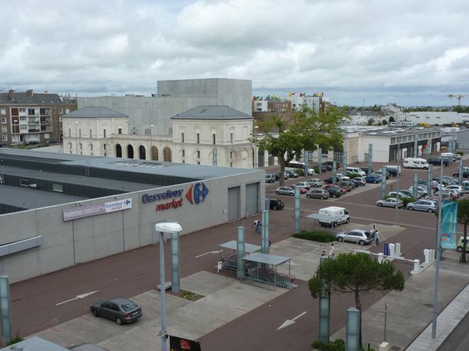 La façade de la gare est facilement reconnaissable.