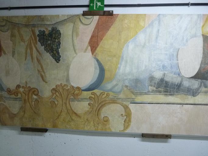 Les fresques du XIXème ont été démontées et sont maintenant conservées dans les zones techniques.