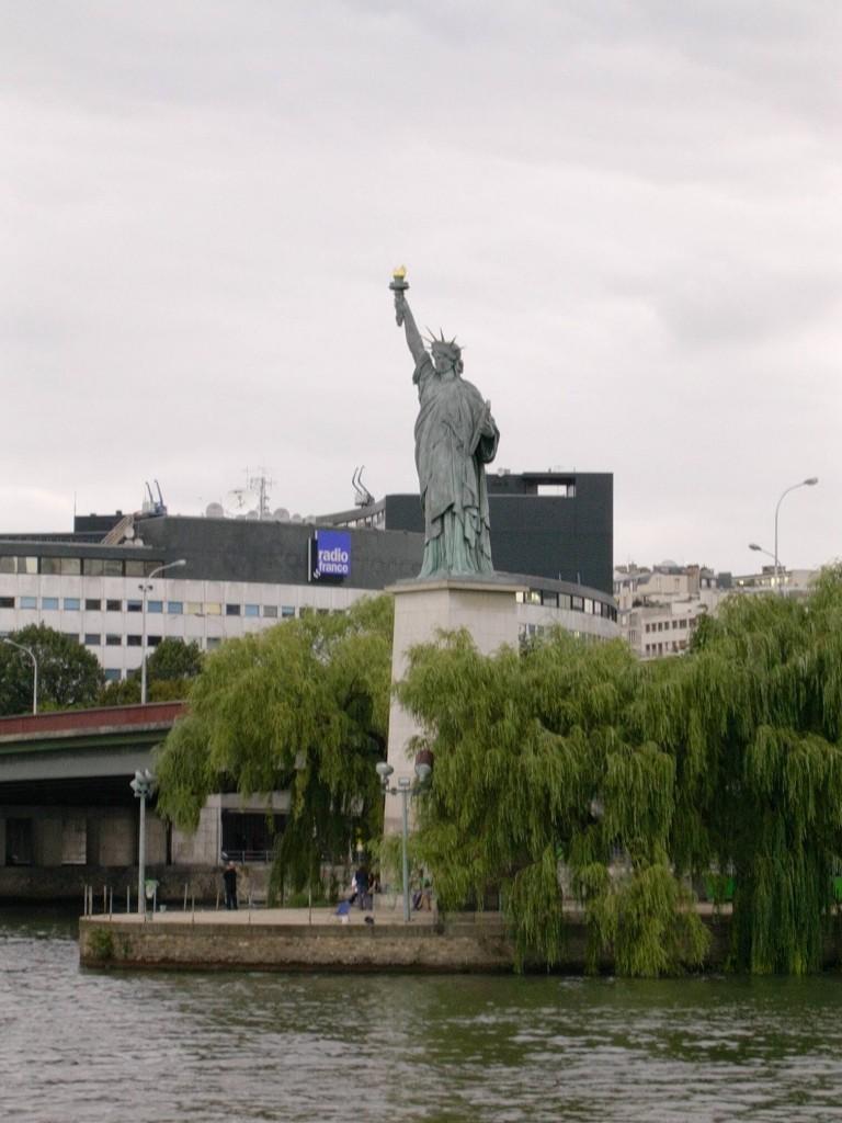 Paris - Statue de la Liberté 2