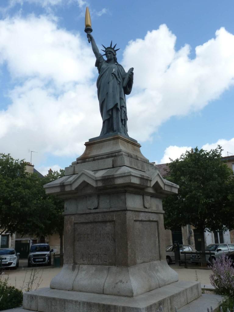 Réplique de la statue de la Liberté à Poitiers