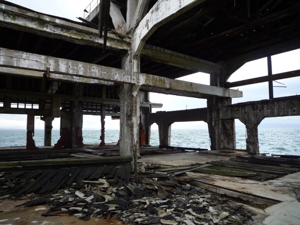 L'ancienne rampe de lancmeent est aujourd'hui à l'abandon (2008)