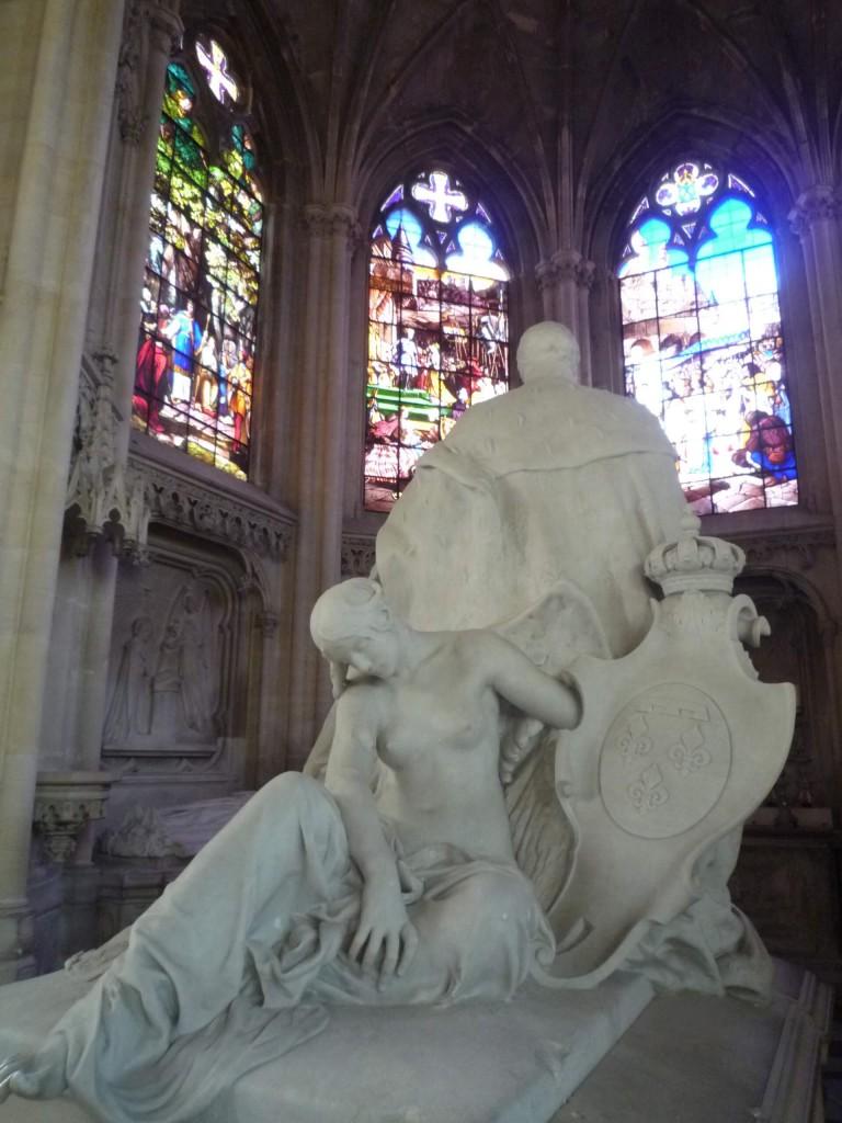 Figure allégorique tenant les armoiries du roi des Français