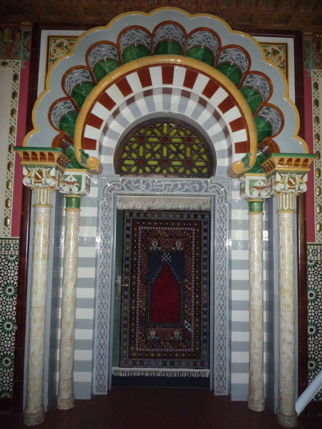 La porte de la salle mauresque vue de l'intérieur.