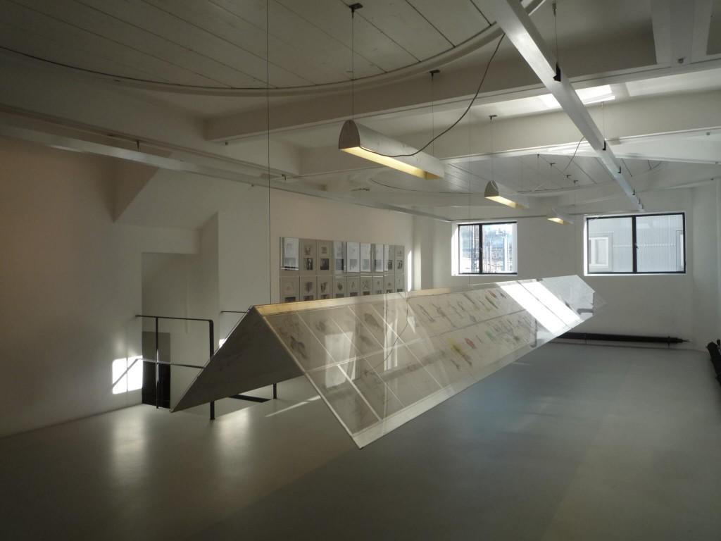 L'emplacement d'une cuve est visible au plafond