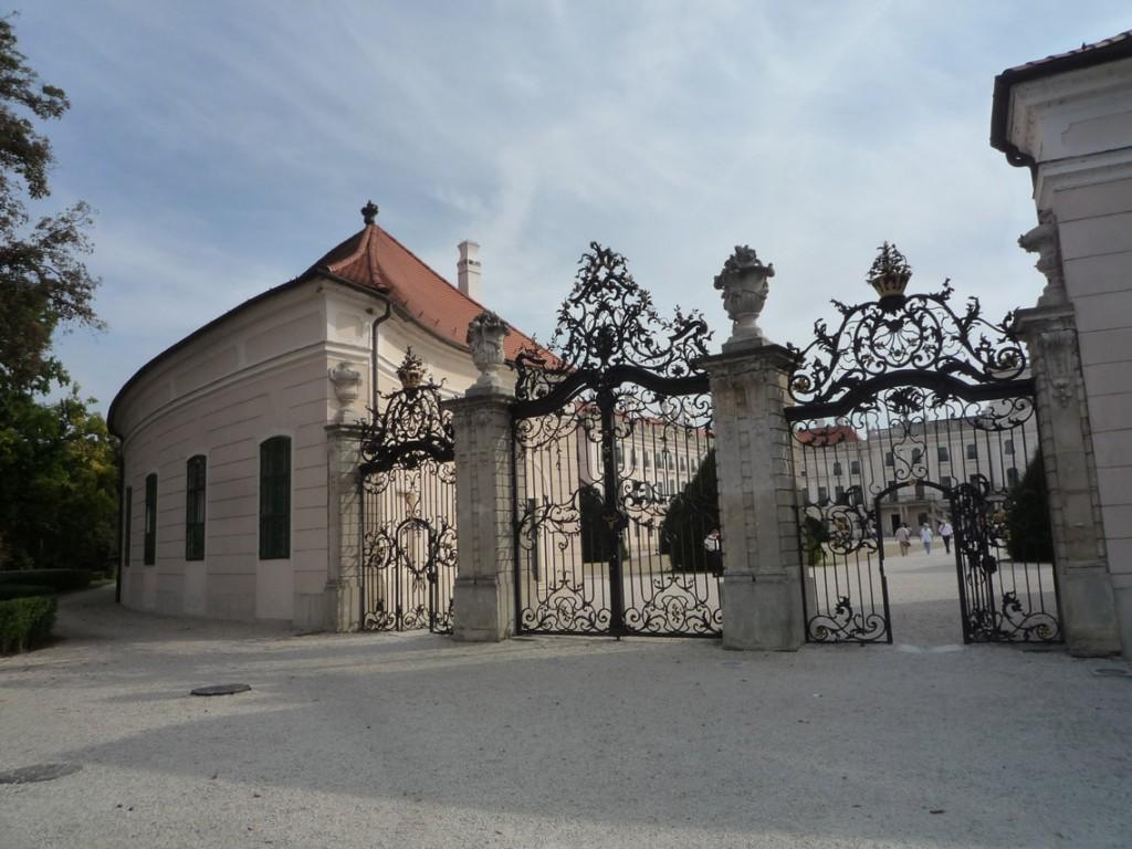 La grille du château, chef d'œuvre de l'art du fer forgé