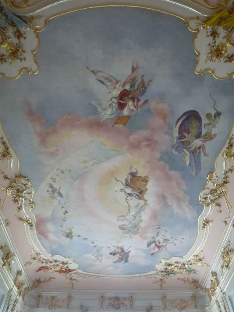 Le plafond de la salle d'honneur  et sa peinture représentant Apollon sur son char.