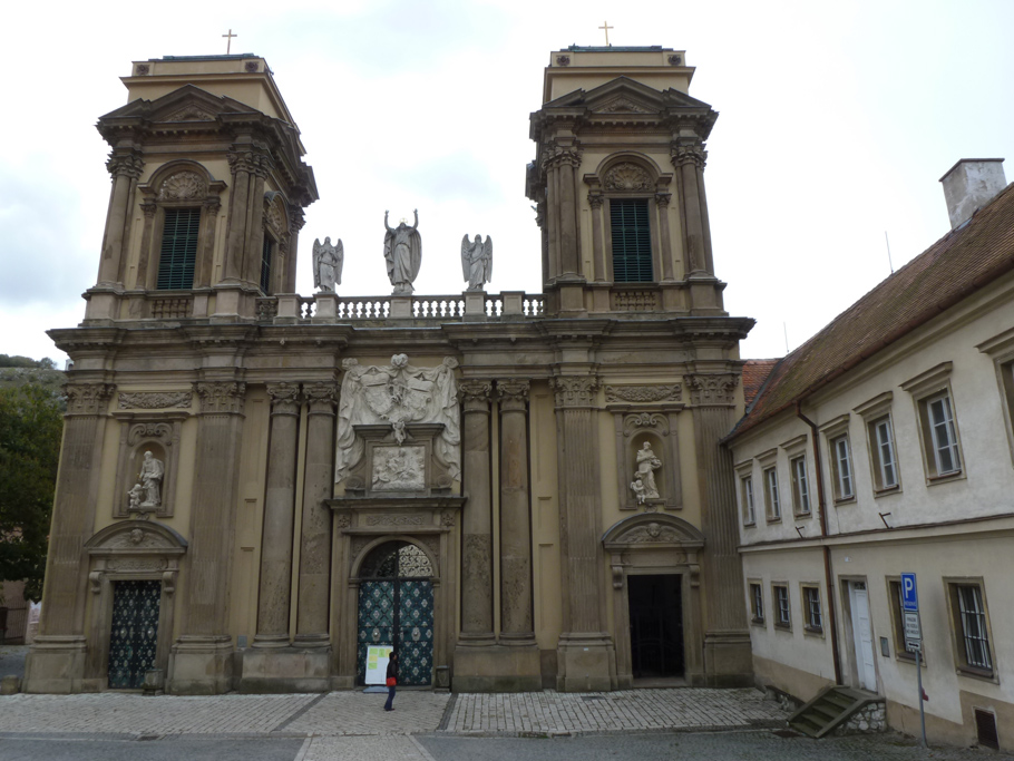 La façade principale de style baroque date du XVIIIème siècle et serait une œuvre de Johann Bernhard Fischer von Erlach