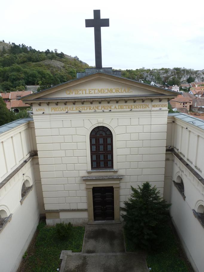 La façade de style Empire date du XIXème siècle