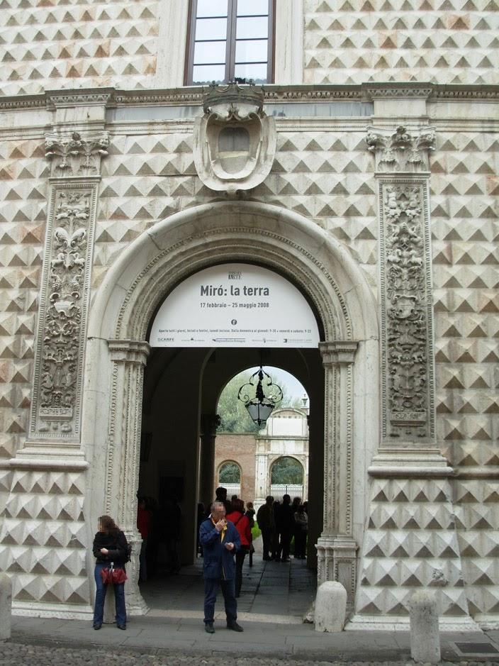 Le portail d'entrée a été modifié au XVIIe.