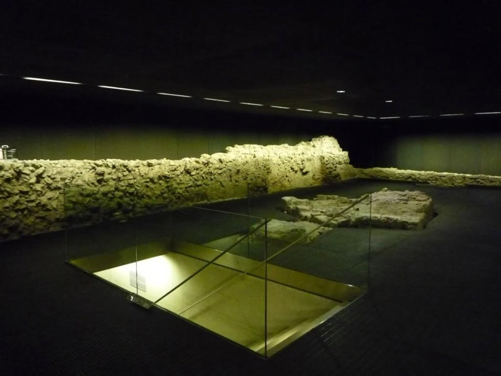 Les vestiges sont accessibles par un souterrain partant du musée.