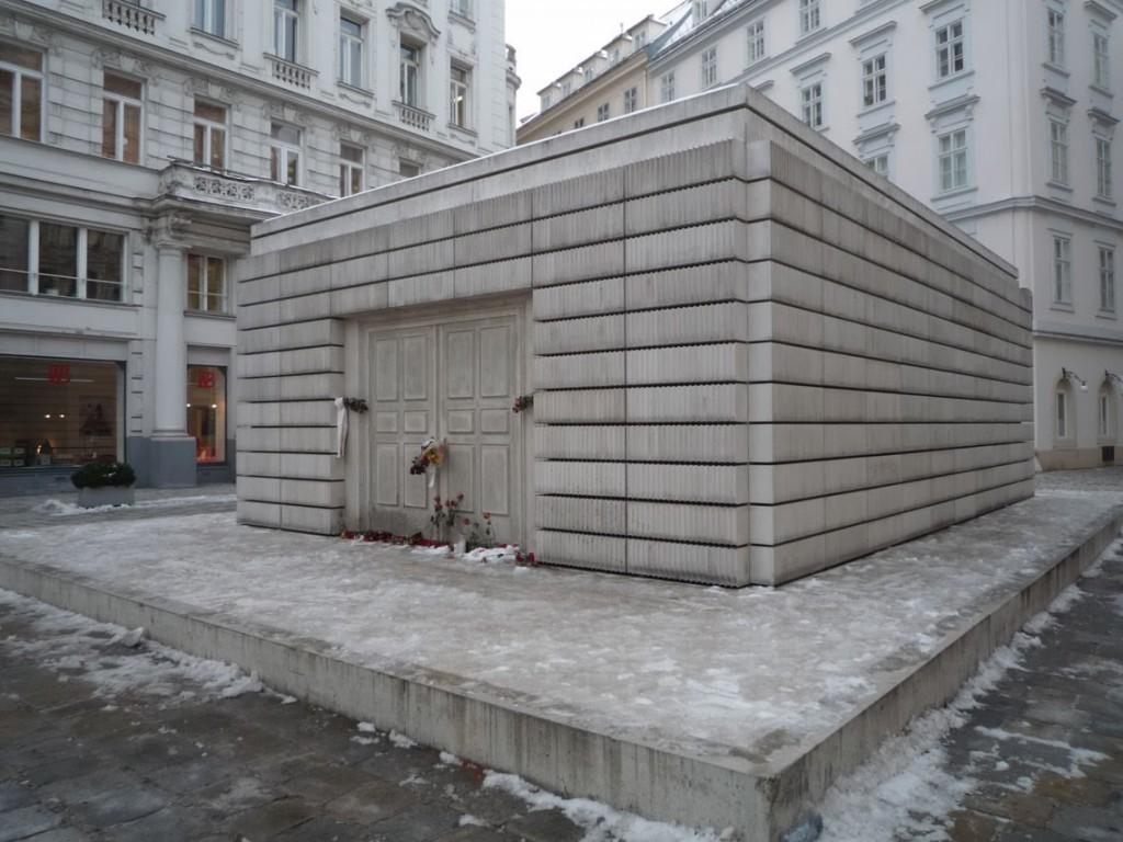Le mémorial des victimes juives autrichiennes de la shoah est situé au dessus des vestiges de l'ancienne synagogue.