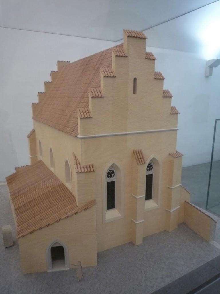 Maquette de la synagogue avant l'incendie de 1406.