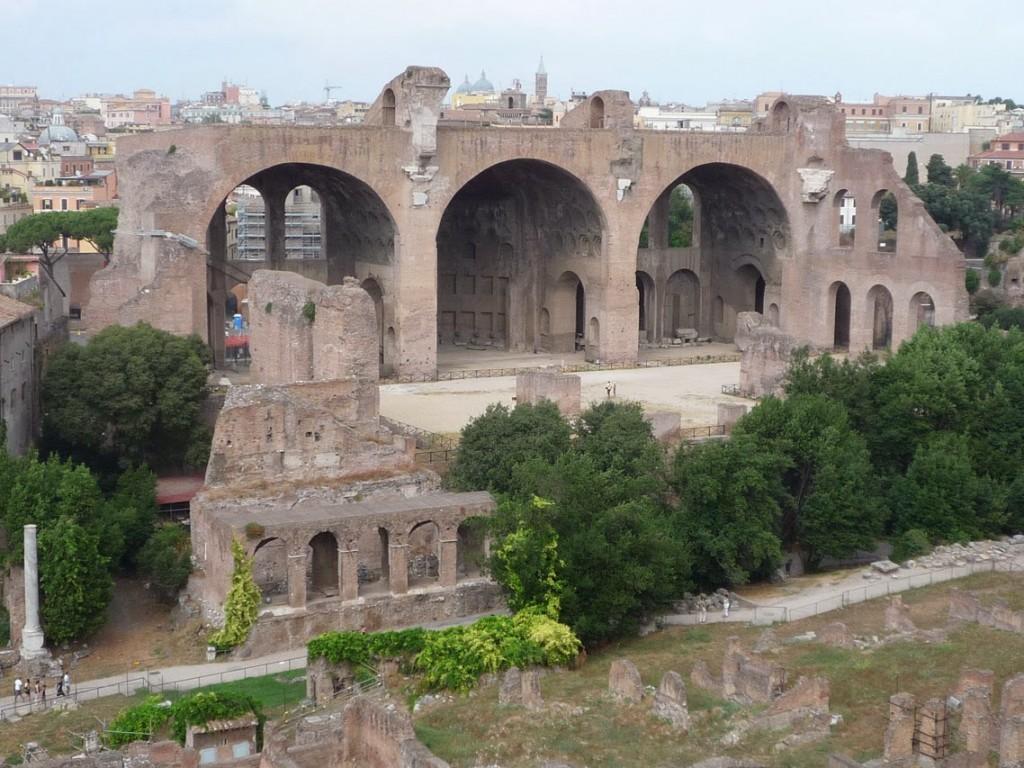 La basilique de Maxence (ou de Constantin) vue depuis le Palatin.