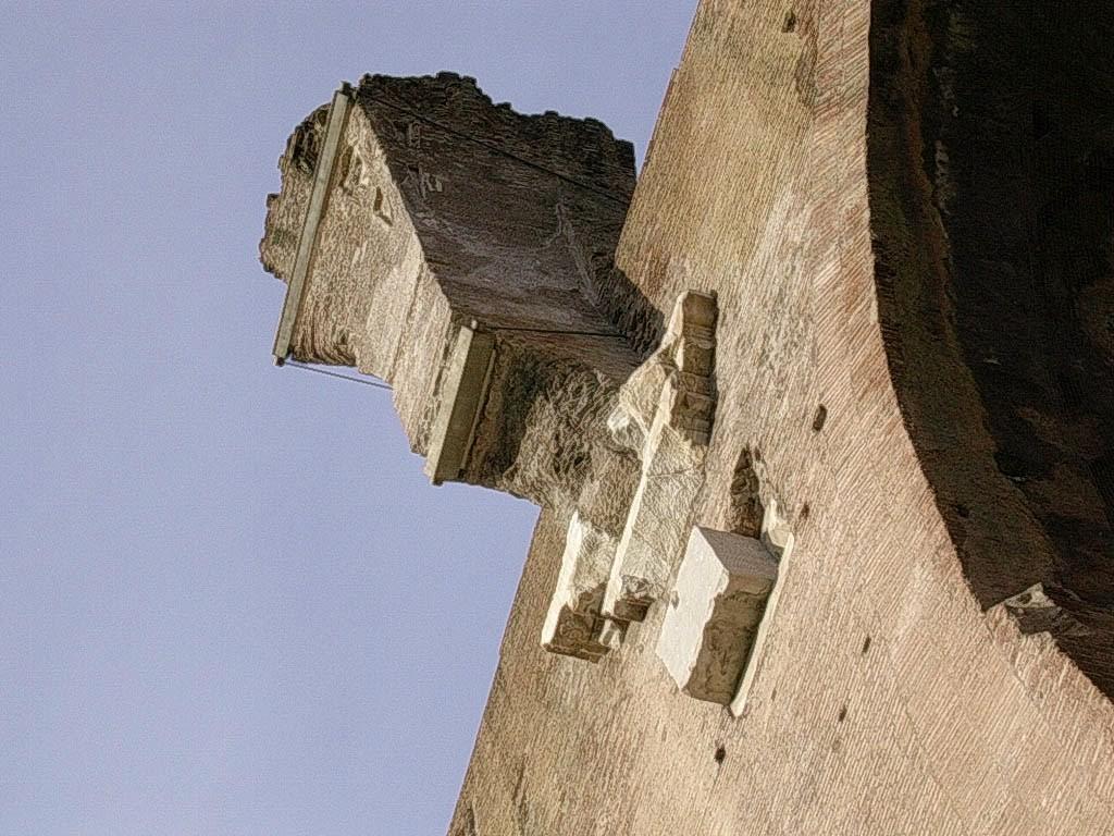 Une des consoles sur laquelle reposait les voûtes d'arête de la nef centrale.