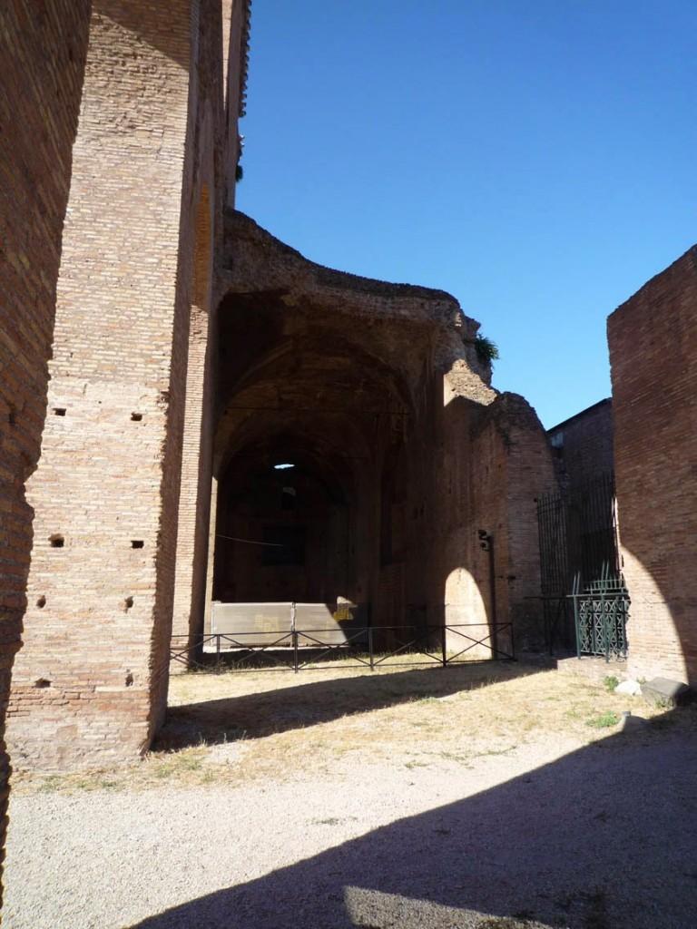 Le vestibule d'entrée n'avait qu'un niveau et se développait sur toute la longueur de la façade.