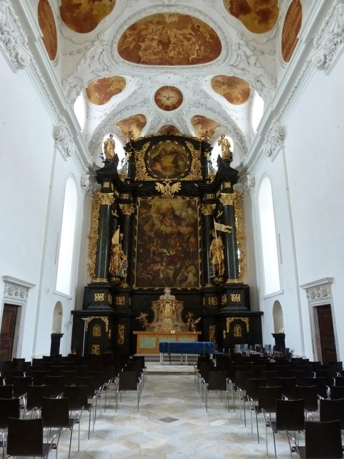 Le retable du chœur des moines dont la peinture, œuvre d'Andrea Celeste, représente l'Assomption de Marie et date de la fin du XVIIe siècle.