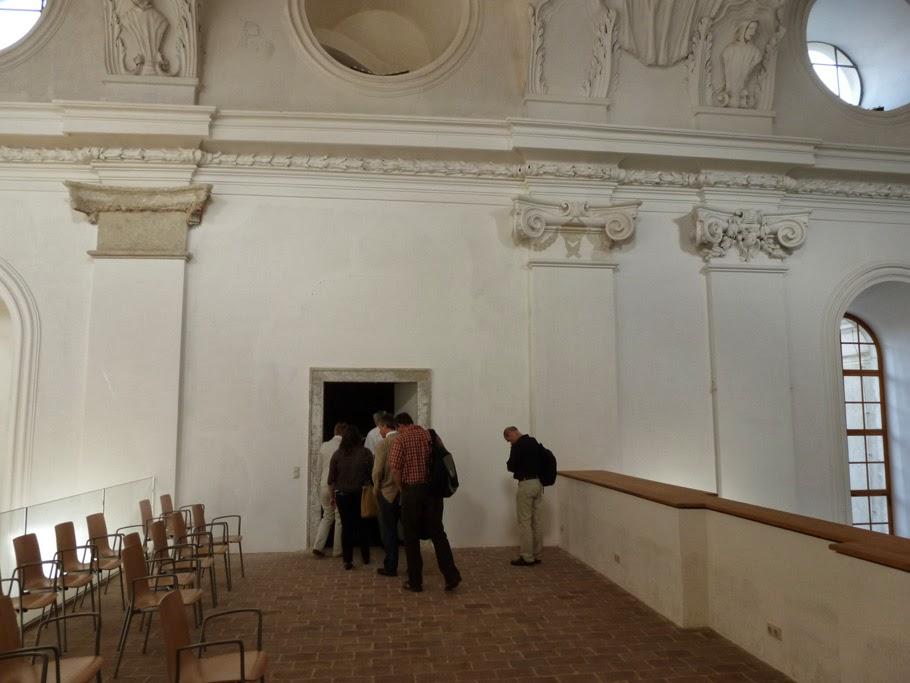 La partie supérieure de la galerie du cloître.