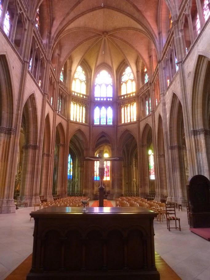 Le chœur gothique a été construit aux XIVe et XVe siècles sur les bases de celui du siècle précédent.
