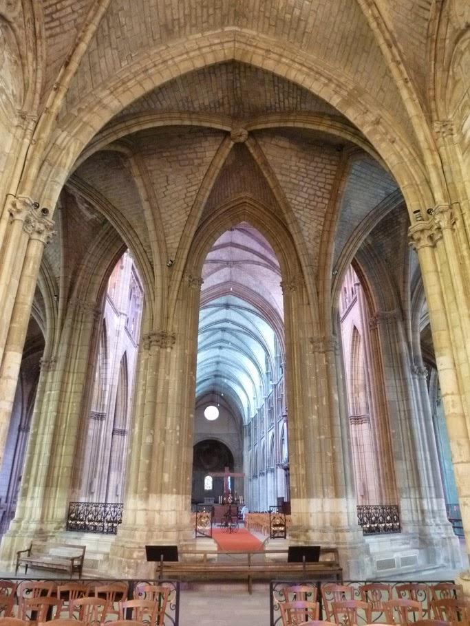 L'ensemble vu depuis la chapelle axiale du chœur gothique (son implantation légèrement désaxée par rapport à l'axe principale de la cathédrale se distingue à peine).