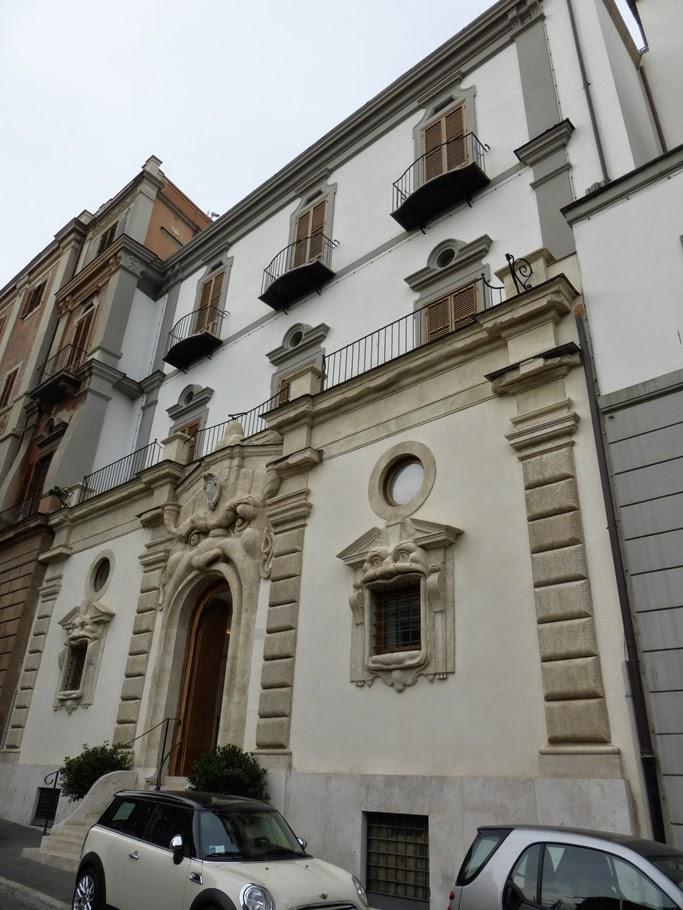 La façade du palais sur la via Gregoriana