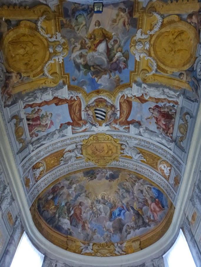 Fresques de Giuseppe Passeri, la partie centrale est ornée par saint Laurent et la voûte en cul-de-four par un Christ en gloire.