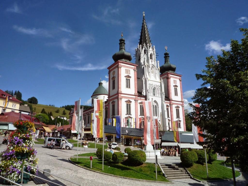 L'église gothique d'origine a été agrandie au XVIIe siècle.