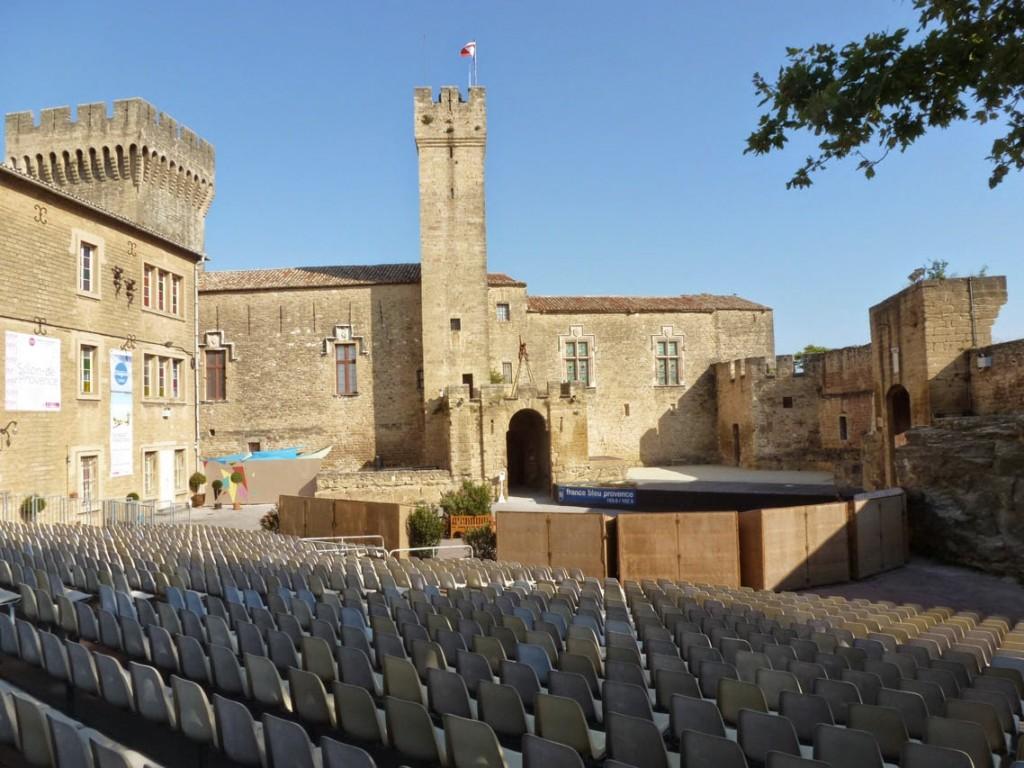 SALON-Chateau-Empori-1