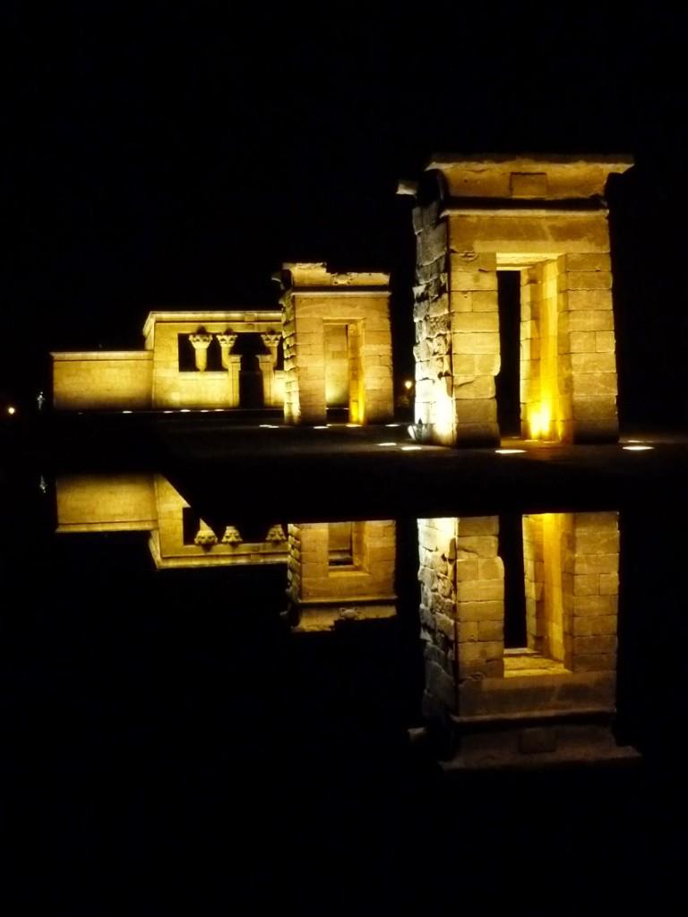 Le temple de Debod a été reconstruit à côté du parc de l'Ouest (del Oeste).