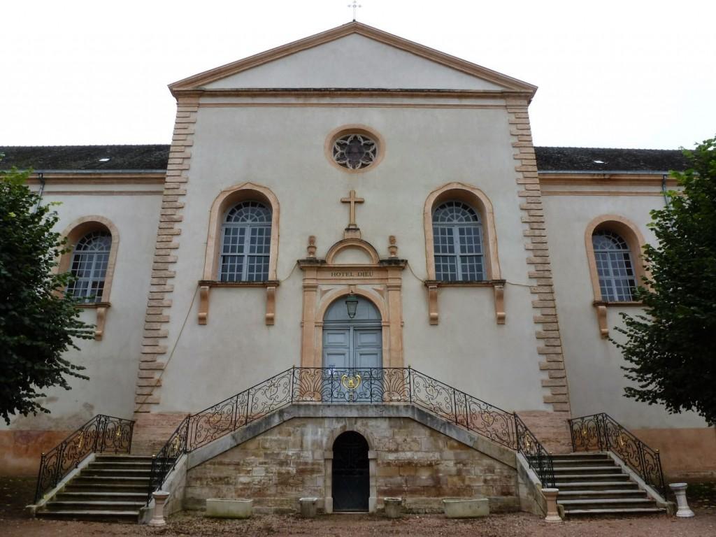L'accès à la chapelle se fait par un escalier dont le garde-corps a été réalisé par le frère Placide.
