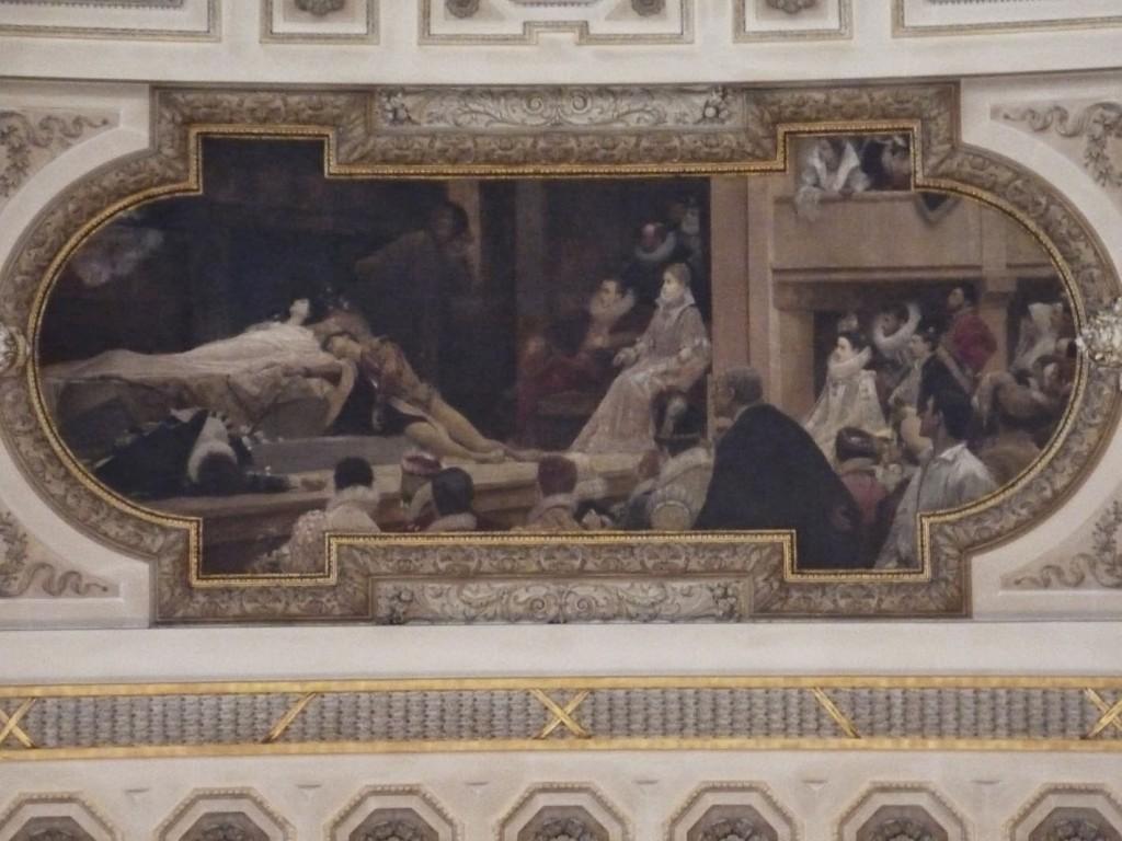Escalier de droite: Fresque montrant le « théâtre du Globe à Londres avec une représentation de Roméo et Juliette de Shakespeare » de Gustav Klimt