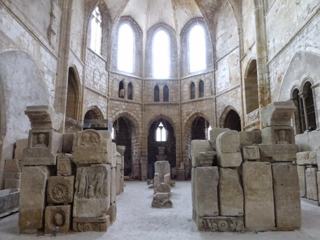 L'installation des vestiges gallo-romains dans l'église, alors propriété de l'armée, sera définitive en 1889.