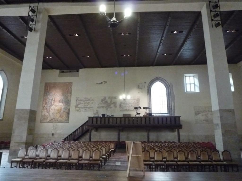 La chaire rappelle la période de 1402 à 1412, quand Jan Hus prêchait dans cette chapelle.
