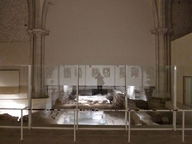 Les vestiges des thermes ont été dégagés sous une partie de la nef et du transept de l'église de Jublains. Le site est celui de l'antique Noviodunum, chef-lieu de la cité des Diablintes, dont le territoire englobait Interamnes (Nom antique d'Entrammes).
