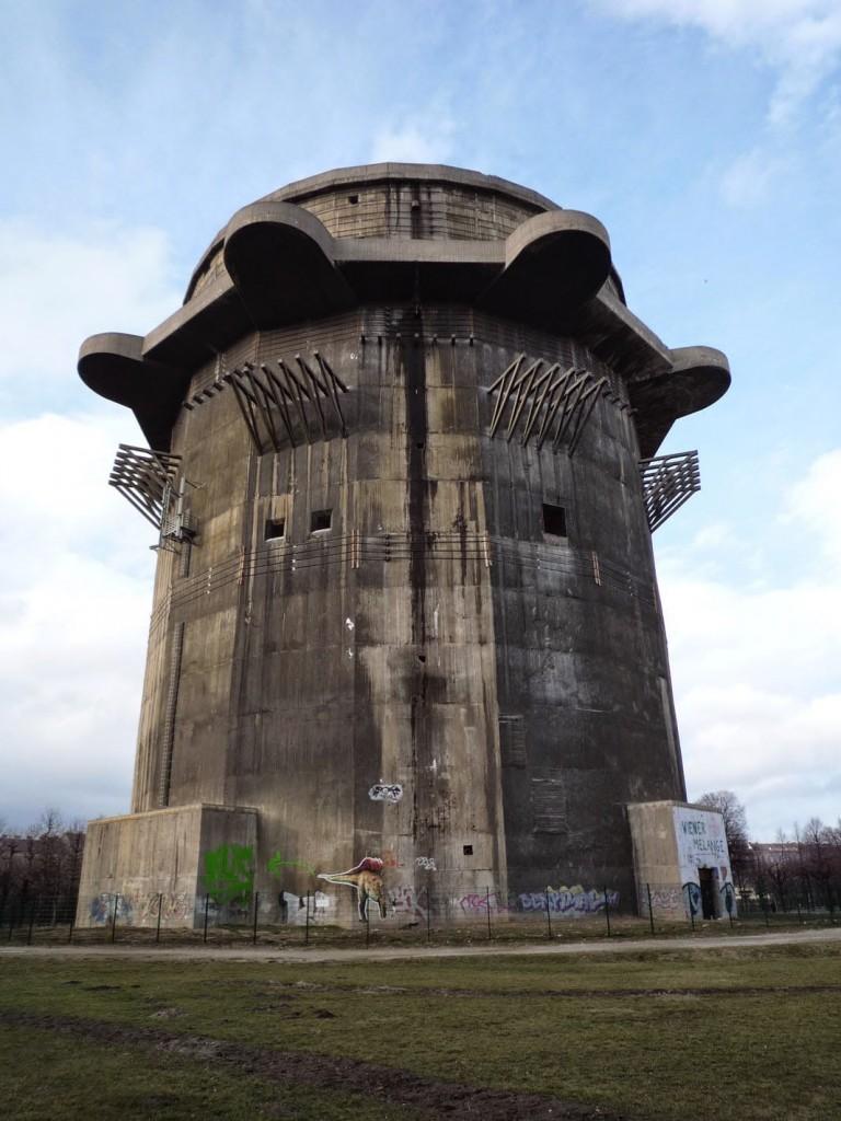 L'intérieur de la tour 3-G dans le parc du Augarten, a été en partie détruit suite à une explosion en 1946.