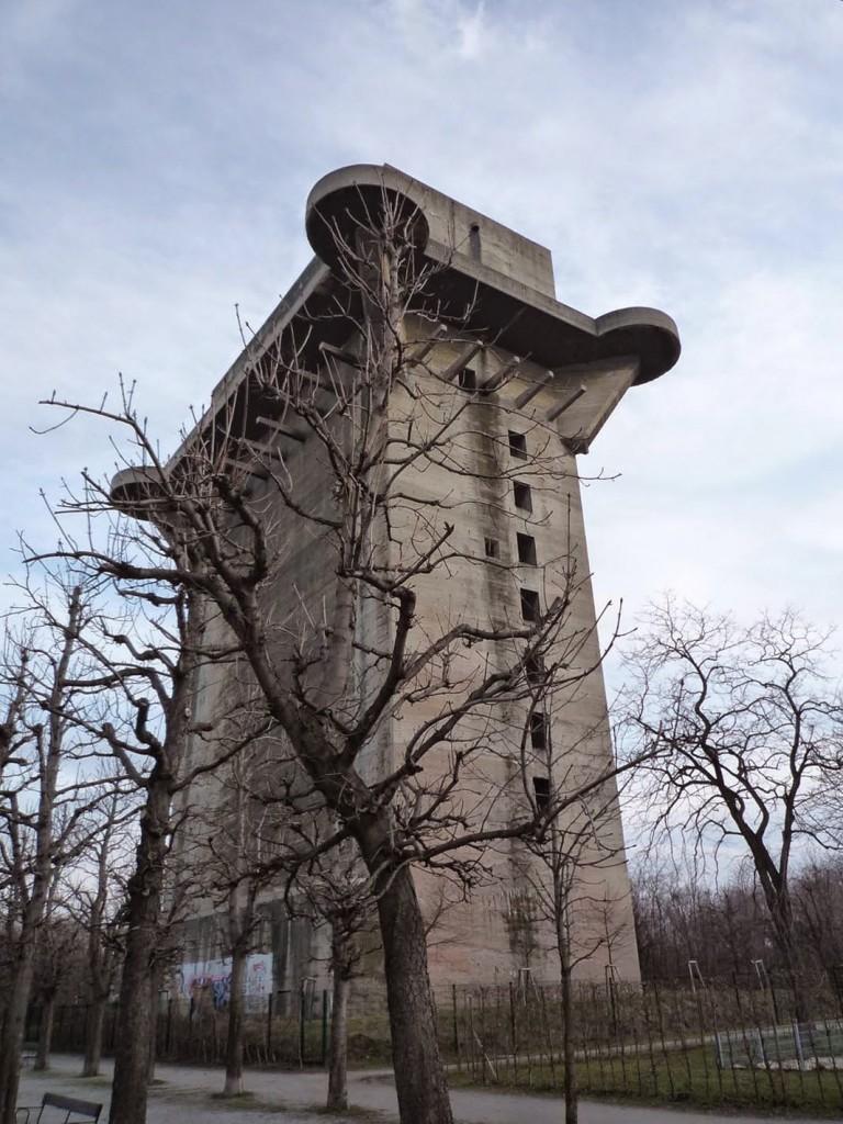 """La tour 3-L, dans le parc du Augarten, permet de se faire une idée de l'architecture initiale de l'édifice où s'est installée la """"maison de la Mer"""""""