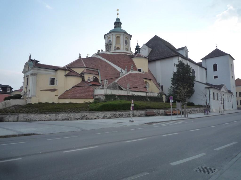 Le mont du Calvaire a été réalisé entre 1701 et 1707, peu avant l'église du Mont (à droite) qui le jouxte.