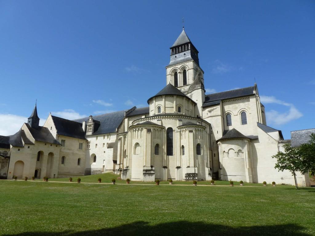 FONTEVRAUD Chapelle Saint Benoit et Chevet de l'abbatiale