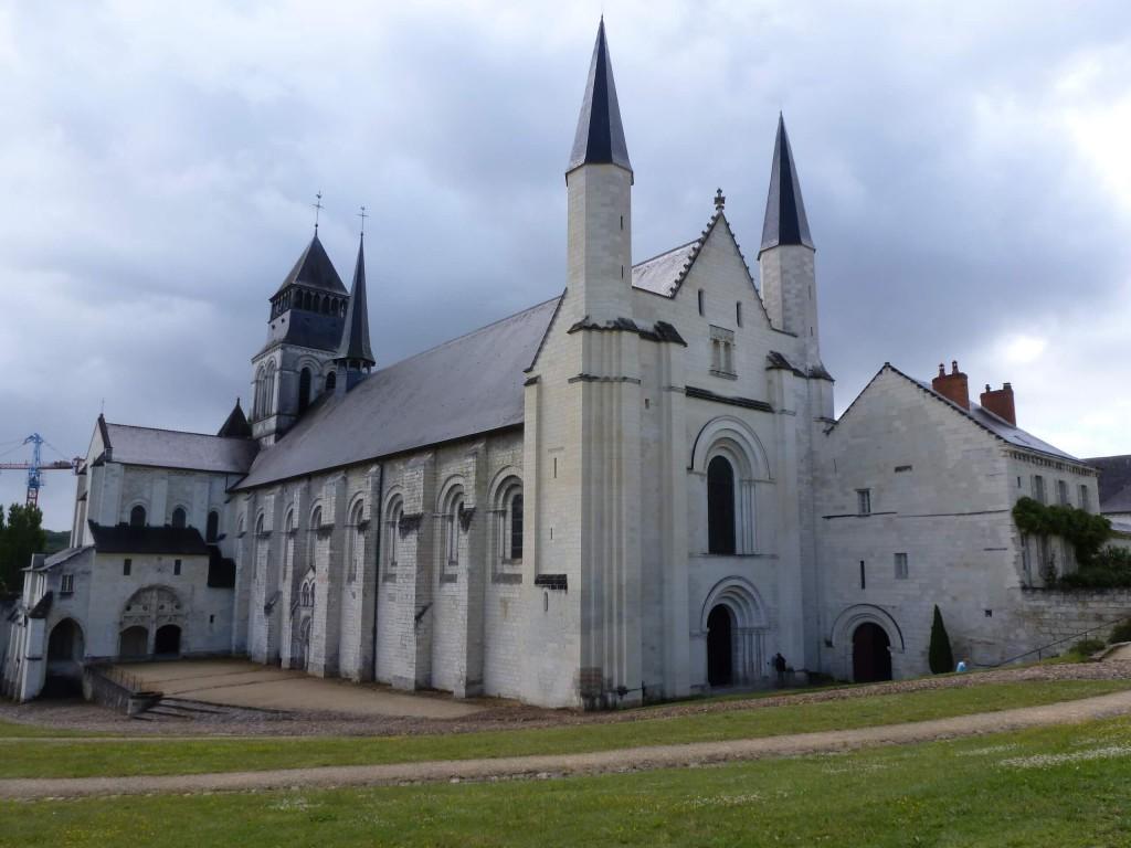 FONTEVRAUD Eglise abbatiale