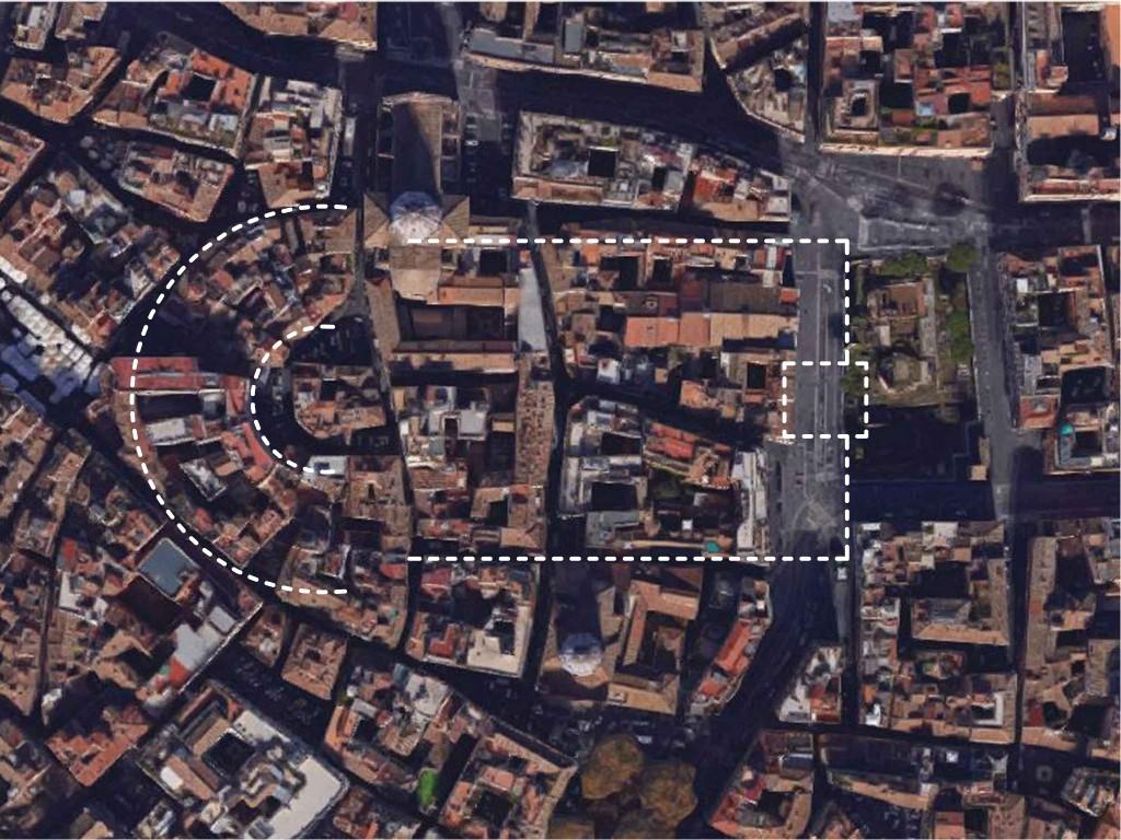 Le tissu urbain reprend en grande partie le contour du théâtre de Pompée et de son portique.