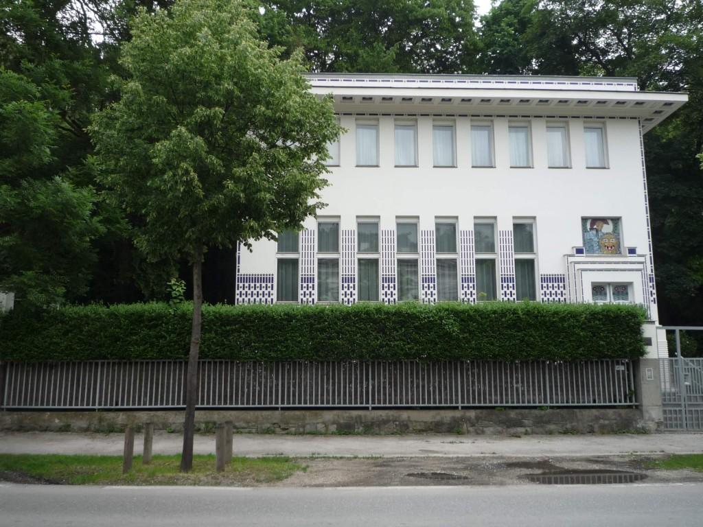 La villa Wagner II a été construite en 1912-1913, à une vingtaine de mètres de la première.