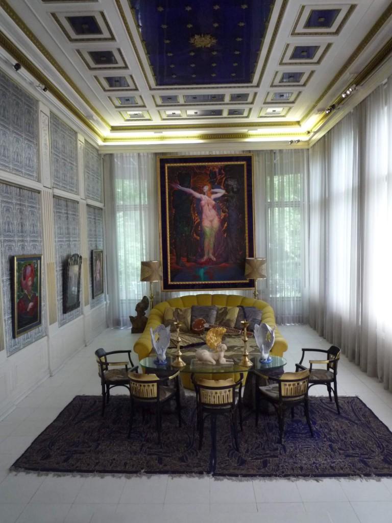 La pergola de droite, transformée par Otto Wagner en salle de billard, s'appelle aujourd'hui le salon bleu.